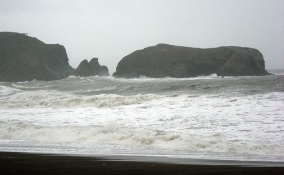 Big swell at Rodeo Beach at high tide