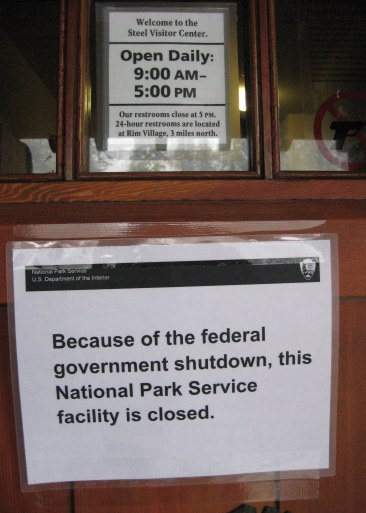 Crater Lake government shutdown sign 10-2013