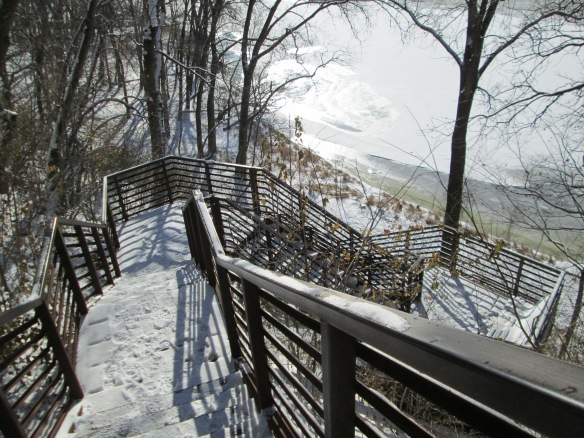 Stairway descending to Mississippi River 11-2014 3