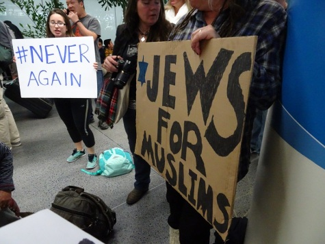 jews-for-muslims-sign-at-sfo-protest-1-29-17-small